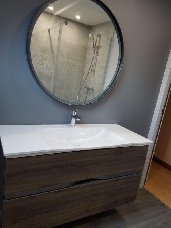 Grand lavabo et meuble